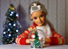 Snow globe made by me Barbie Life, Barbie House, Barbie World, Barbie And Ken, Christmas Scenes, Christmas Fashion, Christmas Barbie Dolls, Manequin, Barbies Pics