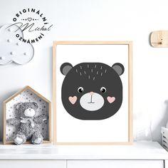 Stylový obrázek do dětského pokoje či spacího koutku v ložnici. Plakátky k sobě vzájemně ladí a lze jakkoli kombinovat a vytvářet si vlastní sety, díky čemuž Vám vzniknou krásné designové doplňky pro Vaše nejmenší. Tisk je zajištěn na profesionální tiskárně na kvalitní papír o vysoké gramáži 260 gms v bílé barvě. #dekorace #detskypokoj #pokojicek #deti #miminko #miminka Stylus, Panda, Kids Rugs, Design, Home Decor, Decoration Home, Style, Kid Friendly Rugs, Room Decor
