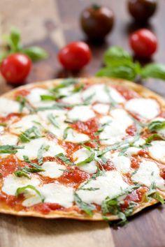 Grilled Tortilla Pizza Margherita (Paleo and Gluten Free versions) GI 365 Gluten Free Recipes, Vegetarian Recipes, Cooking Recipes, Healthy Recipes, Paleo Food, Healthy Dishes, Tortilla Pizza, Sauce Pizza, Margarita Pizza
