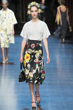 Dolce & Gabbana Spring 2016 Ready-to-Wear Fashion Show - Clementine Deraedt
