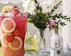 Byd gæsterne store som små på et glas alkoholfri, opfriskende jordbærdrink med god bitterhed fra grapefrugten! Den perfekte drink til diverse lejligheder! Juice Smoothie, Smoothie Drinks, Smoothies, Cocktail Drinks, Alcoholic Drinks, Beverages, Cocktails, Sangria Recipes, Stevia