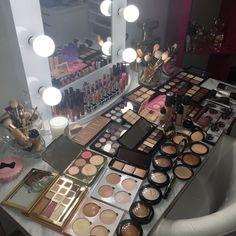 - Makeup Looks Yellow Beauty Room, Diy Beauty, Beauty Makeup, Makeup Artist Kit, Makeup Kit, Makeup Hacks, Makeup Sponge, Flawless Makeup, Cute Makeup