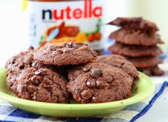 Super-easy and truly yummy are these Nutella Cookies! You must absolutely try this if youre a big Nutella f Nutella Snacks, Dessert Au Nutella, Nutella Cookies Easy, Yummy Cookies, Oatmeal Cookies, Biscuit Nutella, Beignet Nutella, Köstliche Desserts, Delicious Desserts