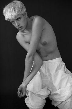 """fuckyeahagynessdeyn: """"Agyness Deyn by Eric Guillemain"""" Model, Women, Pretty Girls, Poses, Agyness Deyn, Female, Alexa Chung, Amazing Women, Strong Female"""