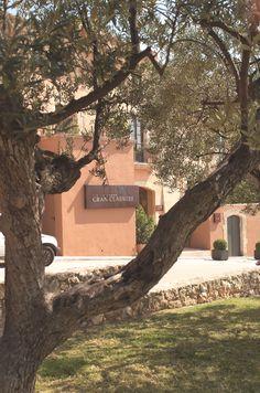 El Hotel Gran Claustre es uno de los hoteles más singulares y exclusivos cerca de Tarragona, un hotel de lujo ubicado en un edificio declarado bien Cultural de Interés Nacional.