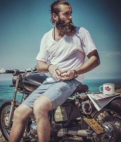 Beach. Babes. Bikes... wait or is it... Beach. Babes. Beards. HALP!