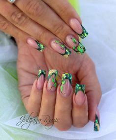 Nail art, nail design, ideas for you Diy Nails, Cute Nails, Pretty Nails, Green Nail Art, Green Nails, Green Nail Designs, Nail Art Designs, Poison Ivy Nails, Airbrush Nails