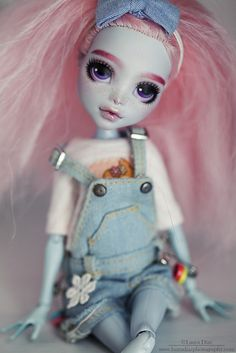 Like the overalls Custom Monster High Dolls, Monster Dolls, Monster High Repaint, Custom Dolls, Bratz Doll, Ooak Dolls, Barbie Dolls, Art Dolls, Doll Eyes