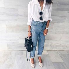 Para o office look ela ganha complementos mais formais como a camisa e o sapato retrô, porém mais sério.