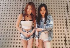 """""""[UNSEEN] Jennie and Jisoo in the practice room © BLACKPINK DC GALLERY """""""