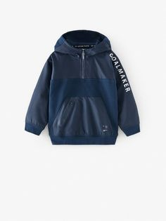 Contrast long sleeve hoodie with zip fastening on the yoke and a pouch pocket at the front with an injected zip fastening. Boys Hoodies, Boys Shirts, Printed Sweatshirts, Mens Sweatshirts, Zara Boys, Kids Fashion Boy, Boys Wear, Sporty Style, Bleu Marine