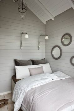 vintage white rustic decor modern - Bedrooms For Girls Rustic Houses Exterior, Living Spaces, Living Room, Tiny House Living, Cabin Interiors, Cabin Design, Beautiful Bedrooms, Home Bedroom, Bedroom Beach