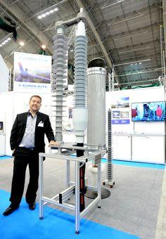 EUROLAITE herätteli uuteen sähköasemasuunnitteluun, esittelemällä, ensimmäistä kertaa Euroopassa, kuivapäätteen ja kosketussuojatun ylijännitesuojan suurjännitesähköasemille. Komposiittirunkoinen EST-kuivapääte vähentää komponenttivaurioita vikatilanteissa ja lisää aseman turvallisuutta. Kosketussuojatulla ylijännitesuojalla saavutetaan kustannussäästöjä pienentämällä sähköaseman kokoa ja lisäämällä luotettavuutta sekä työturvallisuutta helpon huollon ja ylläpidon muodossa www.eurolaite.fi