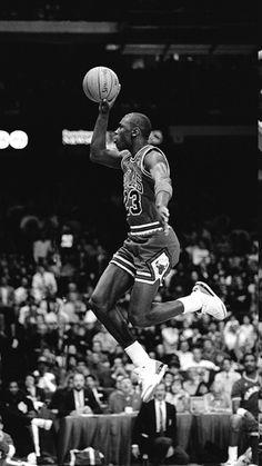 Basketball Art, Basketball Legends, Basketball Players, Slam Dunk, Lebron James, Jordan Noir, Jordan Logo Wallpaper, Michael Jordan Wallpaper Iphone, Michael Jordan Pictures