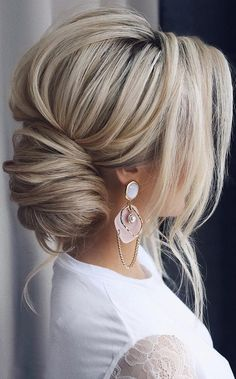 30 timeless bride hairstyles ❤️ If you are still looking for great hair - Frisuren einfache - Wedding Hairstyles Bridal Hair Updo, Wedding Hairstyles For Long Hair, Wedding Hair And Makeup, Wedding Updo, Bride Hairstyles, Pretty Hairstyles, Easy Hairstyles, Homecoming Hairstyles, Hairstyle Ideas