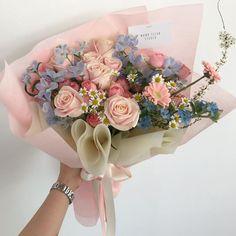 beautiful, aesthetic dan amazing gambar di We Heart It Boquette Flowers, Beautiful Bouquet Of Flowers, Luxury Flowers, My Flower, Planting Flowers, Beautiful Flowers, Flower Bouquets, No Rain, Flower Aesthetic