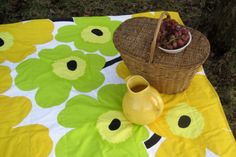 Marimekko bedding in the classic Unikko poppy print. Perfect for picnics too! http://ss1.us/a/VzByW6rZ