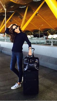 awesome Easy wear, perfect for travelling ✈️ . Travel Chic, Travel Wear, Travel Style, Airport Chic, Airport Style, Vacation Style, Vacation Outfits, Barbara Martelo, Love Fashion