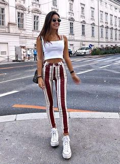 Striped pants to make the legs look longer britt fashion inspo in 2019 outf Cute Summer Outfits, Spring Outfits, Trendy Outfits, Winter Outfits, Crop Top Outfits, Mode Outfits, Fashion Outfits, Gym Outfits, School Outfits