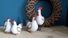 Altijd al een kip willen hebben. Als een echte dan niet kan, dan is deze van keramiek een mooi alternatief. De kip en de haan vormen een mooie set samen, maar ze zijn natuurlijk ook los van elkaar te bestellen. Rooster, Animals, Animales, Animaux, Animal, Animais, Chicken