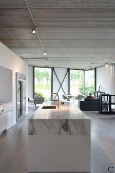 Modern kitchen interior design inspiration bycocoon.com | sturdy stainless steel…