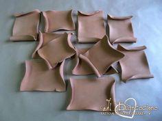 Pergamene in terracotta, modellate artigianlmente  #handmade #craft #handmadewithlove #creativity #terracotta #pergamene #decoupage #pittura #bomboniere #seguiteilbiancocigno