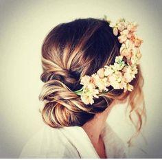 Perfect wedding hair! Loose bun
