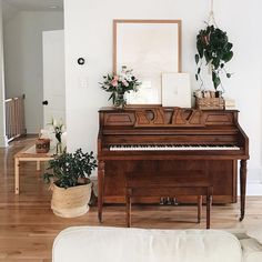 Home Interior Living Room .Home Interior Living Room Piano Living Rooms, Home Living Room, Living Spaces, Piano Room Decor, Decor Room, Cozy House, Cheap Home Decor, My Dream Home, Home Remodeling