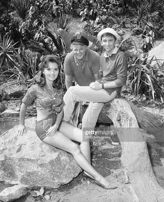 Wore the same clothes for years but they never wore out. Behind the scenes of GILLIGAN'S ISLAND Vintage Tv, Vintage Hollywood, Classic Hollywood, Hollywood Sign, Vintage Humor, Great Tv Shows, Old Tv Shows, Hottest Female Celebrities, Celebs