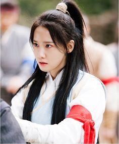 Kì lạ chưa, khi giả trai cổ trang, Yoona sở hữu vẻ đẹp gây sốc! - Ảnh 3.