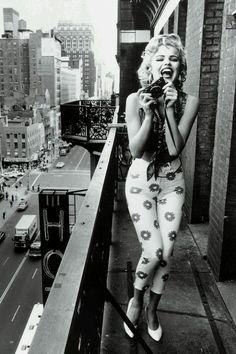 Marilyn Manroe. <3 Goddamn, bless her perfect soul.