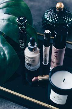 Meine 5 Makeup Must-Haves aus der Drogerie, Drogerie Essentials, Foundation Catrice, Concealer Catrice, Mascara Essence, Color Riche Loreal Lippenstifte Review, Highlighter LOV, Beautyreport, Erfahrungsbericht, Review, Beautyblog, Beauty Magazin, www.whoismocca.com