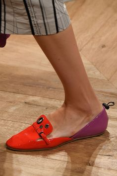 Heels, flats, lace-ups—Milan fashion week had it all. Here are the best shoes straight from the runways. Stiletto Shoes, Shoes Heels Boots, Heeled Boots, Dream Shoes, Fashion Shoes, Milan Fashion, Beautiful Shoes, Summer Shoes, Designer Shoes