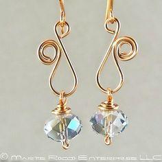 Jewelry Wire Sapphire Swarovski crystal earring with copper wire vine swirl - cute Wire Jewelry Designs, Metal Jewelry, Jewelry Crafts, Jewlery, Jewelry Ideas, Swarovski Crystal Earrings, Beaded Earrings, Beaded Jewelry, Wire Jewelry Earrings