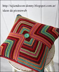 Crochet Pillow Patterns Part 3 - Beautiful Crochet Patterns and Knitting Patterns Beau Crochet, Simply Crochet, Crochet Home, Love Crochet, Beautiful Crochet, Crochet Crafts, Crochet Cushion Cover, Crochet Pillow Pattern, Crochet Cushions
