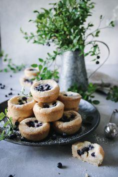 GODA BLÅBÄRSCHEESECAKE GROTTOR - Cookie Cake Pie, Fika, Glad, Afternoon Tea, Food Inspiration, Baked Goods, Cheesecake, Food And Drink, Tasty