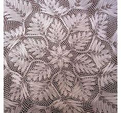 Герберт Ниблинг (Herbert Niebling) — немецкий дизайнер, живший в 1905 - 1966 гг. прошлого века. Гениальность Ниблинга трудно переоценить — то, что его модели узнаваемы и популярны до нашего времени, говорит само за себя. В основе моделей Ниблинга — сложные цветы и листья в увлекательных геометрических переплетениях. Он говорил, что имеет необычный дар — способность смотреть на что-то (например,…