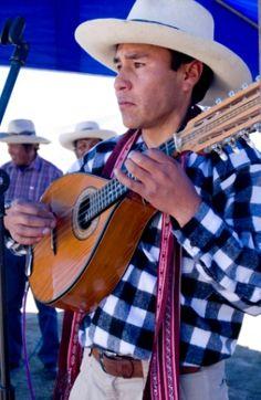 Músico de chumbivilcas con su mandolina
