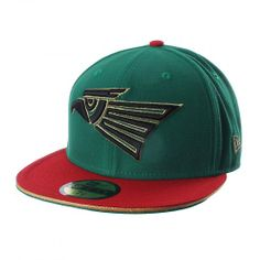 Apoya a México con el modelo exclusivo 5950 que New Era trae para ti. Con sus colores llamativos y un diseño moderno con el águila al frente, la gorra 5950 México de New Era mostrará tu orgullo por el equipo.