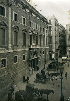 Barcelona, Palau de la Generalitat, març de 1913. Barcelona, Journey, City, Places, Painting, Vintage, Colors, Black And White, Historia