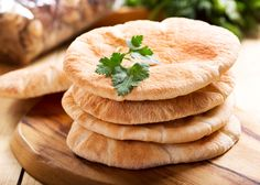 The thought of making fresh pita bread might seem super daunting, but in reality it is quite simple. With this fool proof recipe, you can produce fluffy and tender pita bread that pairs excellently with either hummus or schwarma. Low Carb Pita Bread, Whole Wheat Pita Bread, Keto Bread, Tasty Bread Recipe, Lowest Carb Bread Recipe, Bread Recipes, Pan Arabe, Create A Recipe, Gourmet