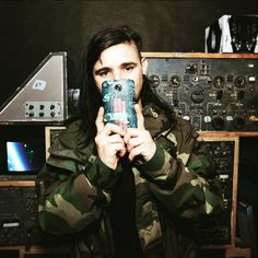 Sonny John Moore with the fhone cover of SKRILLEX // #Skrillex #Dubstep #Electrónica