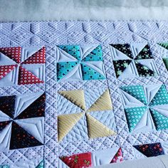 I turned my quilt and did the vertical b… – Handwerk und Basteln Quilting Stencils, Quilting Templates, Quilting Rulers, Longarm Quilting, Free Motion Quilting, Quilting Ideas, Machine Quilting Patterns, Quilt Block Patterns, Pinwheel Quilt