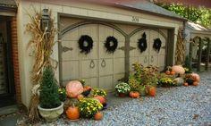 48 Amazing Outdoor Fall Decor Ideas That Will Fascinate You - hoomdesign Halloween Garage, Halloween House, Fall Halloween, Halloween Party, Fall Yard Decor, Fall Home Decor, Hallowen Ideas, Autumn Decorating, Decorating Pumpkins