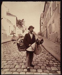 Photo (1900).