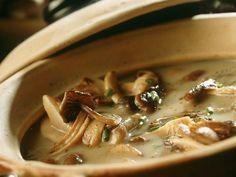 Pilzcremesuppe ist ein Rezept mit frischen Zutaten aus der Kategorie Pilze. Probieren Sie dieses und weitere Rezepte von EAT SMARTER!