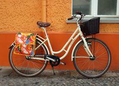 bunte Fahrradtasche für Gepäckträger - Satteltasche - Packtasche - Doppeltasche - Bicylce bag aus Wachstuch, wasserdicht, im Retrolook