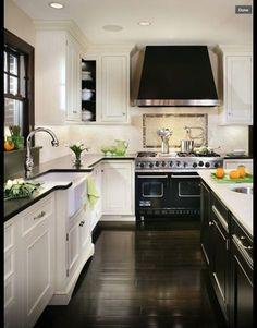 Black & White modern kitchen. Beautiful.