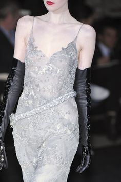 Giorgio Armani - Love the match between long gloves and evening dress: a kind of sophisticated Gilda!