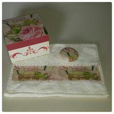 kit: caixa, toalha, sabonete.